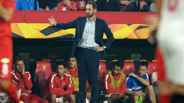 Pablo Machín, durante el Sevilla-Akhisar (AFP)