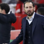 Pablo Machín se queja durante el Sevilla-Huesca (EFE)