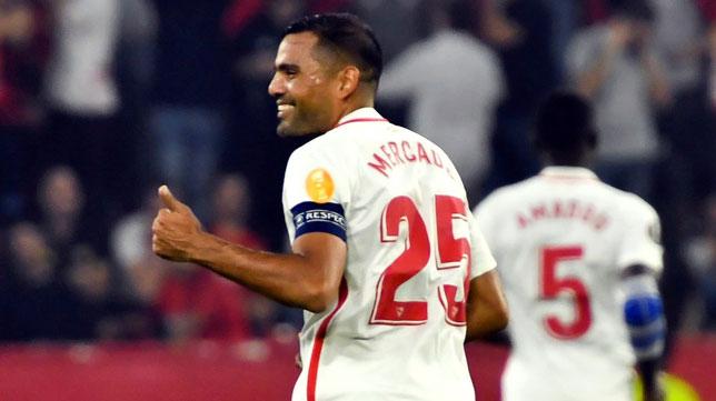 Mercado celebra su gol en el Sevilla-Akhisar (EFE)