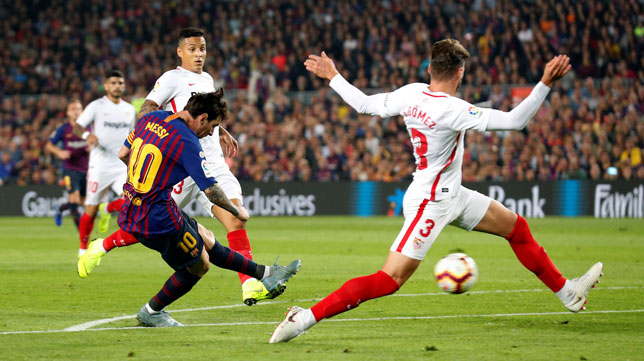 Messi antes de hacer el 2-0 en el Barcelona-Sevilla (Reuters)