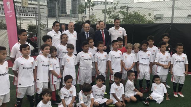 Castro encabezó el acto en la academia del Sevilla en Miami (SFC)
