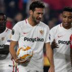 Sarabia, Promes, Mudo Vázquez y Muriel celebran uno de los goles del Sevilla ante el Akhisar (Juan José Úbeda)