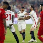Roque Mesa celebra el 1-0 en el Sevilla-Akhisar (EFE)