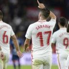 Sarabia celebra uno de sus goles al Huesca (EFE)