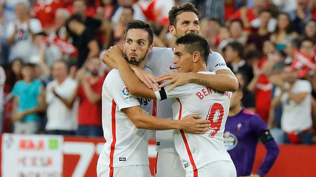 Sarabia, Franco Vázquez y Ben Yedder celebran un gol en el Sevilla-Celta
