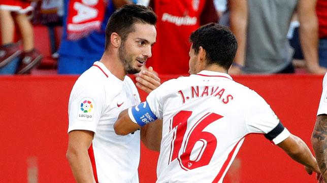 Sarabia habla con Navas tras su gol ante el Celta