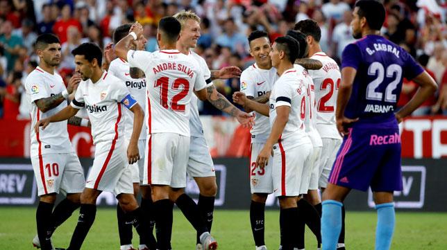 Los jugadores del Sevilla FC celebran el 2-0 ante el Celta