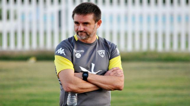 Julio Cobos es el entrenador del Villanovense