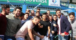 La plantilla del Villanovense celebra su emparejamiento con el Sevilla en la Copa (Foto: @cfvillanovense)