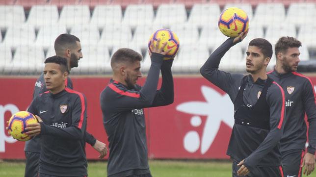 André Silva, junto a Carriço, Arana, Gonalons y Sergi Gómez en el entrenamiento de ayer (Foto: Rocío Ruz/ABC)