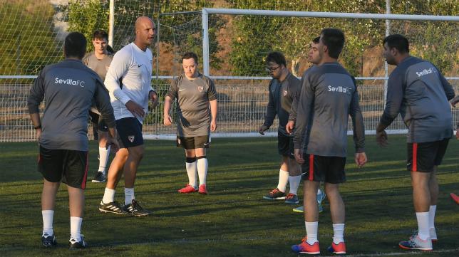 Kepa Blanco, en un entrenamiento del Sevilla FC Genuine