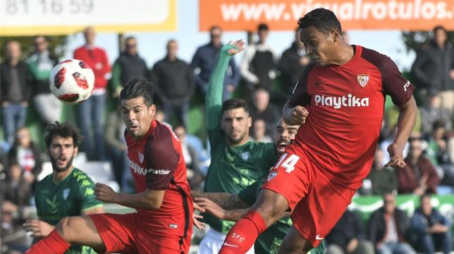 Muriel y Nolito, en una acción de ataque del Sevilla frente al Villanovense en la Copa del Rey (Foto: SFC)