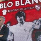 Pablo Blanco posa como undécimo Dorsal de Leyenda del Sevilla FC (J. J. Úbeda)