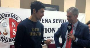 Borja Lasso, con la Peña Sevillista Nervión Solidario (SFC)