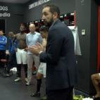 Machín felicitó a sus hombres en el vestuario