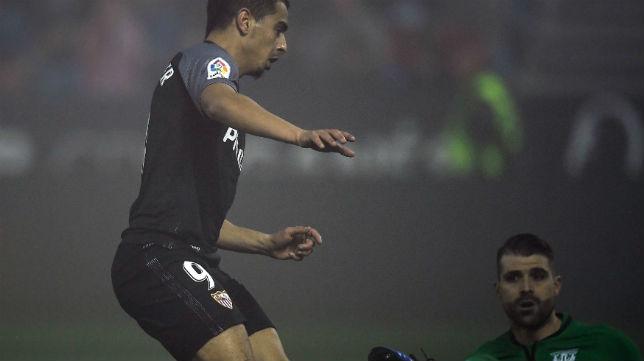 Ben Yedder remata ante Cuéllar para empatar el partido contra el Leganés (Foto: AFP)
