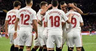Los jugadores del Sevilla FC celebran el segundo tanto ante el Krasnodar