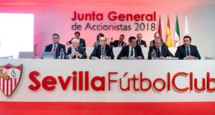 José Castro y el consejo de administración, en la junta de accionistas 2018 del Sevilla (EFE)