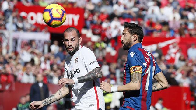 Aleix Vidal se lesionó en el duelo ante el Levante (J. M. Serrano)