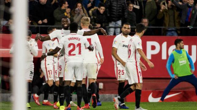 Los jugadores del Sevilla FC celebran el primer  tanto al Barcelona. Foto: LaLiga