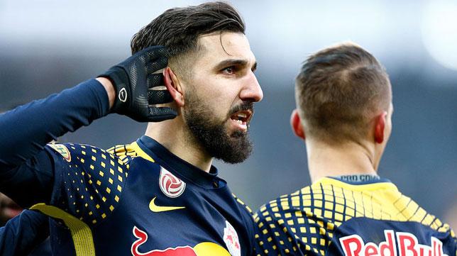 Munas Dabbur celebra un gol con el RB Salzburgo