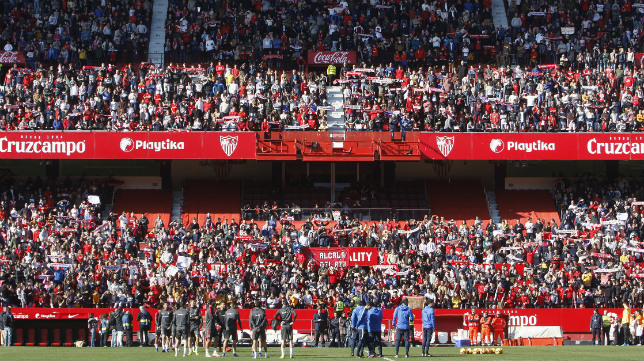 Entrenamiento del Sevilla a puerta abierta en el estadio (Foto: Manuel Gómez)