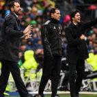 Pablo Machín da instrucciones durante el Real Madrid - Sevilla (Óscar del Pozo)
