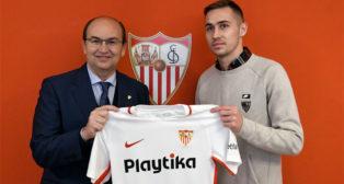 Marko Rog posa junto a José Castro, presidente del Sevilla (Foto: SevillaFC)
