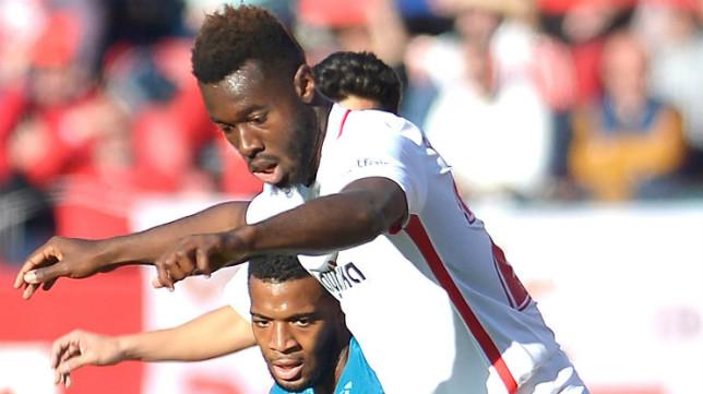 Gnagnon junto a Lemar en un lance del Sevilla-Atlético (Foto: EFE)