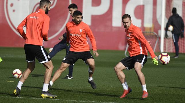 Banega y Rog, en el entrenamiento del Sevilla FC (SFC)