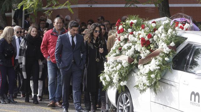 Entierro de Roberto Alés, expresidente del Sevilla FC (Foto: Manuel Gómez/ABC)