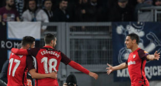 Sarabia, Escudero y Ben Yedder, en el Lazio-Sevilla (AFP)