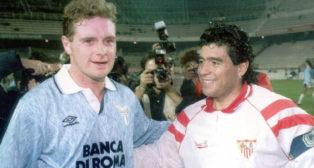 Gascoigne y Maradona, en el Sevilla-Lazio del 92