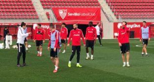 Los jugadores del Sevilla se entrenan el día antes de medirse a la Lazio