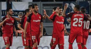Los jugadores del Sevilla FC celebran el gol de Ben Yedder en Roma (AFP)