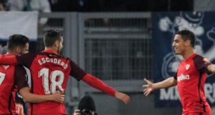 Ben Yedder celebra su gol a la Lazio con Escudero y Sarabia (AFP)