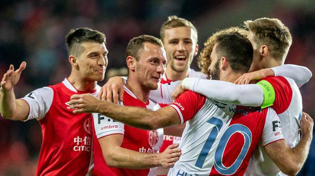 Los jugadores del Slavia celebran uno de los goles ante el Slovacko (@slaviaofficial)