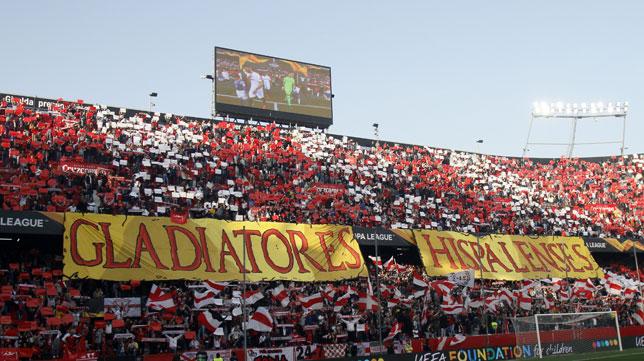 La afición del Sevilla, en el partido con la Lazio (Manu Gómez)