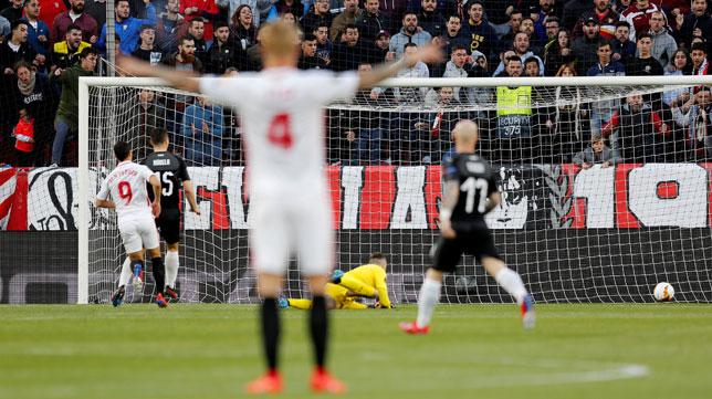 Momento en el que Ben Yedder hace el 1-0 ante el Slavia (AFP)