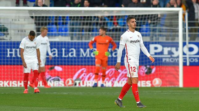 André Silva se lamenta tras el 1-0 en el Huesca - Sevilla