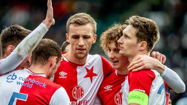 Los jugadores del Slavia celebran uno de los goles ante el Bohemians (Slavia Praga)