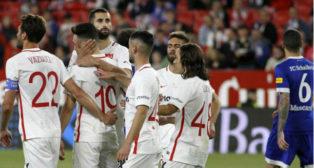 Los jugadores del Sevilla celebran uno de los goles ante el Schalke 04 en el Trofeo Antonio Puerta