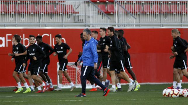 Caparrós, en la sesión preparatoria del Sevilla (Foto: Manuel Gómez)