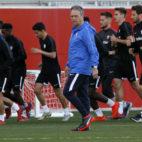 Caparrós, en el primer entrenamiento tras la destitución de Machín (Manu Gómez)