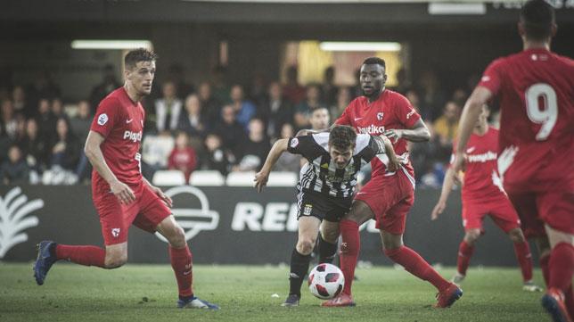 Lance del duelo entre el Cartagena y el Sevilla Atlético (SFC)