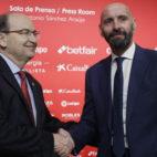 José Castro y Monchi en la presentación del regreso del director general deportivo (Foto: Manuel Gómez/ABC)