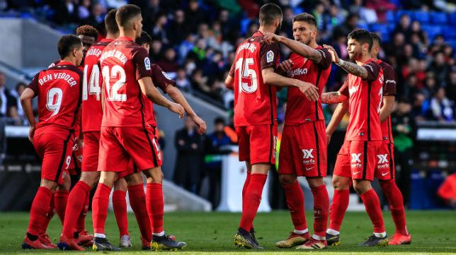 Los jugadores del Sevilla FC celebran el tanto de la victoria ante el Espanyol