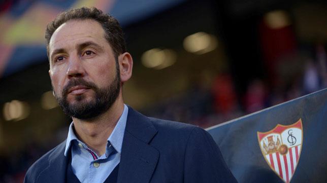 Pablo Machín, antes del Sevilla-Slavia (AFP)