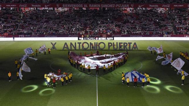 Imagen de los prolegómenos del Trofeo Antonio Puerta