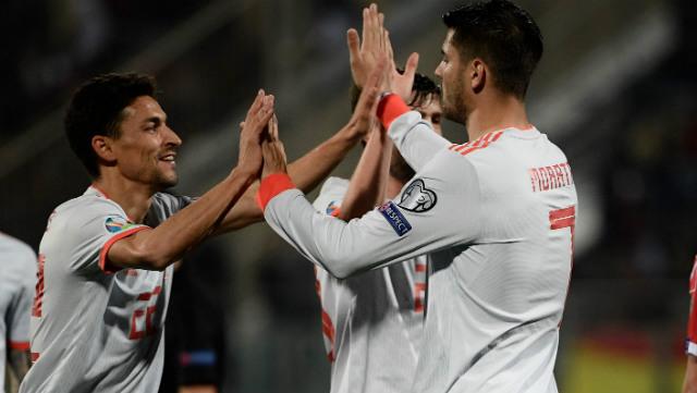 Navas y Morata celebran el 0-2 de España en Malta